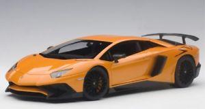 【送料無料】模型車 モデルカー スポーツカー ランボルギーニアトラスメタリックオレンジlamborghini aventador lp7504 sv arancio atlas metallic orange 2015