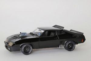 【送料無料】模型車 モデルカー スポーツカー バージョンインスペクタチューニングフォードファルコン