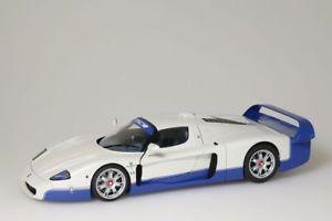 【送料無料】模型車 モデルカー スポーツカー マセラティマセラティプレゼンテーションmaserati mc12 road car 2004 weiss blau prsentations car autoart 118 neuovp