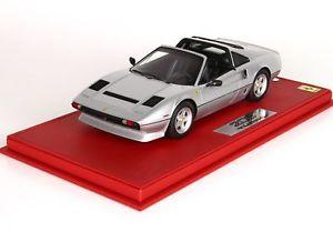 【送料無料】模型車 モデルカー スポーツカー フェラーリターボショーケースferrari 208 gts turbo 1983 grigio metallizzato mit vitrine 118 p18142ev bbr