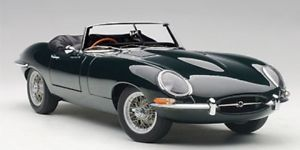 【送料無料】模型車 モデルカー スポーツカー ジャガータイプロードスターシリーズautoart jaguar etype roadster series i 38 grn 118 73604