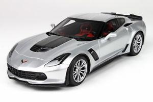 【送料無料】模型車 モデルカー スポーツカー コルベットシルバーショーケースcorvette z06 silver sharkmit vitrine 118 p1893s bbr
