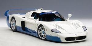 【送料無料】模型車 モデルカー スポーツカー マセラティマセラティプレゼンテーションカーautoart maserati mc12 road car presentation car icial color bluewhite 1