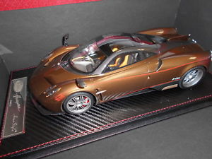 【送料無料】模型車 モデルカー スポーツカー カーボンゴールドas016113g by 0 pagani huayra carbon gold 118