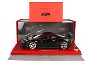 【送料無料】模型車 モデルカー スポーツカー フェラーリチャレンジネロショーケースferrari 488 challenge nero mit vitrine 118 p18146fv bbr