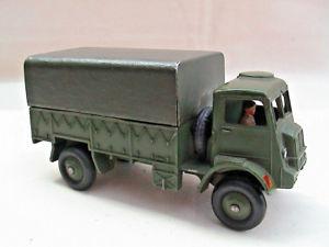 【送料無料】模型車 モデルカー スポーツカー ワゴンドライバーミリタリーグリーンdinky 623 army covered wagon w driver military green