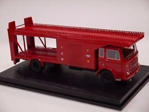 【送料無料】模型車 モデルカー スポーツカー フェラーリtron p 295m om 150 trasporto auto ferrari 1968