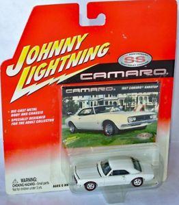 【送料無料】模型車 モデルカー スポーツカー シボレーカマロカマロジョニーcamaro 35th 1967 chevy camaro hardtop white 164 johnny lightning