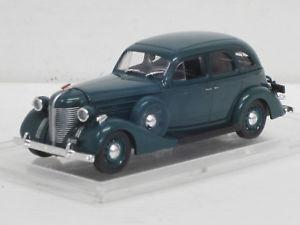 【送料無料】模型車 モデルカー スポーツカー セダンダークグリーンネットワークsis 101a limousine, dunkelgrn, 143, ixoistkultowe auta, mamjovitrine1