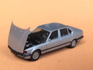 【送料無料】模型車 モデルカー スポーツカー シリーズハイテクherpa bmw 7er e32 eissilbermet high tech