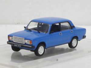 【送料無料】模型車 モデルカー スポーツカー ラダネットワークlada 2107, blau, 143, ixoistkultowe auta, mamjovitrine1