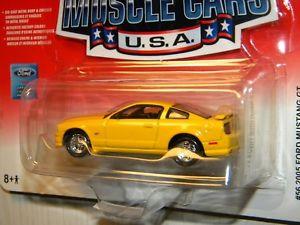 【送料無料】模型車 モデルカー スポーツカー ァージョニーフォードムスタングシリーズアメリカneues angebotjohnny lightning 2006 muscle cars usa series 2005 ford mustang gt yellow paint