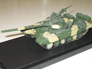 【送料無料】模型車 モデルカー スポーツカー モデルメインバトルタンクモスクワmodelcollect 172 t72a main battle tank moscow as72030