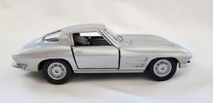 【送料無料】模型車 モデルカー スポーツカー コルベットシルバースケールプルバックアンプ