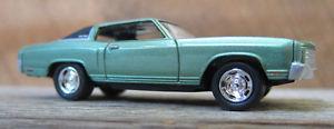 【送料無料】模型車 モデルカー スポーツカー ジョニーシボレーモンテカルロ164 johnny lightning 70 chevy monte carlo
