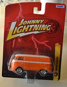 【送料無料】模型車 モデルカー スポーツカー ジョニートランスポーターjohnny lightning 1965 vw transporter r24