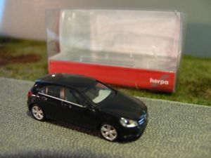 【送料無料】模型車 モデルカー スポーツカー クラスナイトブラック187 herpa mb aklasse nachtschwarz 028264003