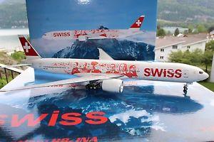 【送料無料】模型車 モデルカー スポーツカー スイスカラーリングプランswiss b777300er hbjna people plane livery, 1200