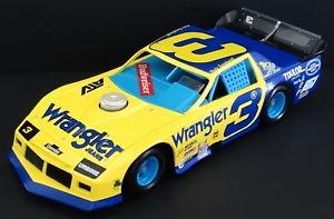 【送料無料】模型車 モデルカー スポーツカー デイルアーンハートシニア#ラングラージーンズアクションアウトローモデルカマロdale earnhardt, sr 3 wrangler jeans 124 action outlaw late model 1985 camaro