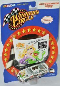 【送料無料】模型車 モデルカー スポーツカー #フォードデイルジャレットフード88 ford nascar 2002 ups muppets 25 years dale jarrett 164 hood