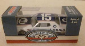 【送料無料】模型車 モデルカー スポーツカー #クラシックフォードトリノベーカーアクション15 buddy baker norris nascar classic 1976 ford torino 2013 action lionel 164