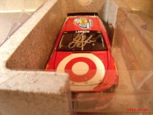 【送料無料】模型車 モデルカー スポーツカー サインレッドギャシーァーカイルラーソン#ターゲットneues angebot2014 kyle larson 42 target rookie of the year autographed red galaxy 1300 coa
