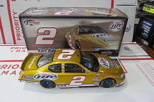 【送料無料】模型車 モデルカー スポーツカー クルトブッシュミラーライトビールチャレンジ#2007 kurt busch 2 miller lite world beer challenge gold paint