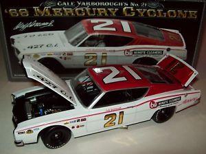 【送料無料】模型車 モデルカー スポーツカー サイクロン#ウッドブラザーズcale yarborough 1968 mercury cyclone 21 wood brothers 124 nascar legends