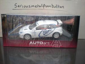【送料無料】模型車 モデルカー スポーツカー フォードフォーカステストカーホワイトautoart 89912 ford focus wrc 1999 test car white 118