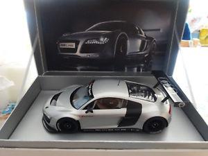 【送料無料】模型車 モデルカー スポーツカー アウディアイスシルバー118 audi r8 lms eissilber