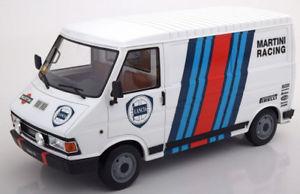 【送料無料】模型車 モデルカー スポーツカー フィアットランチアマルティニ118 laudoracingmodels fiat 242 assistenza lancia martini 1986