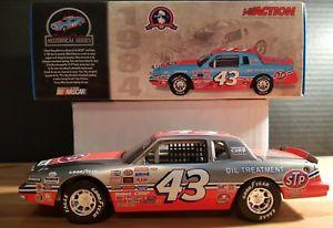 【送料無料】模型車 モデルカー スポーツカー リチャードペティポンティアックグランプリデイトナアクションrichard petty 1984 pontiac grand prix 200th win daytona action rcca brushed 124