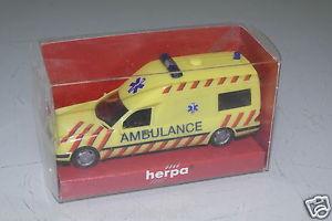 【送料無料】模型車 モデルカー スポーツカー ベンツクラスherpa 187 mercedesbenz eklasse nl ambulance walcheren rar ovpeh1577
