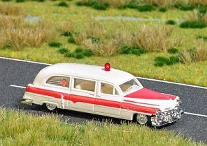 【送料無料】模型車 モデルカー スポーツカー ブッシュキャデラックランプステーションワゴンbusch h0 5611 cadillac station wagon ambulance mit blinkleuchte