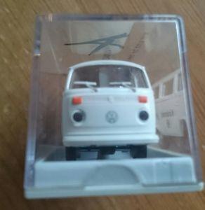 【送料無料】模型車 モデルカー スポーツカー バスショーケースモデルカーvw bus t 2 modellauto in vitrine 6 cm x 3 cm