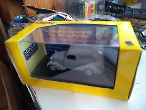 【送料無料】模型車 モデルカー スポーツカー アトラスショーケースヌフsimca 8 fourgonnette 1947 la poste atlas boite vitrine 143 neuf