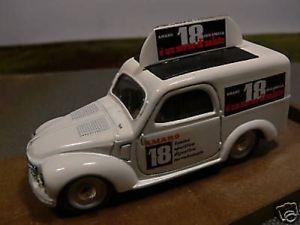 【送料無料】模型車 モデルカー スポーツカー ハムフィアットホワイト143 brumm r57 fiat 500 comerciale wei amaro 18