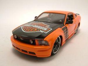 【送料無料】模型車 モデルカー スポーツカー フォードムスタングハーレーダビッドソンオレンジブラックモデルカーford mustang gt 2006 harley davidson orangeschwarz, modellauto 124 maisto