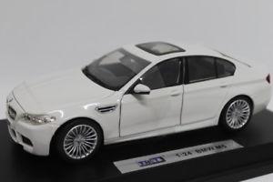 【送料無料】模型車 モデルカー スポーツカー bmw m5 white 124 jc8504w