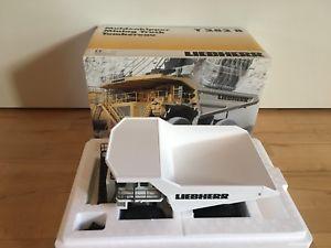 【送料無料】模型車 モデルカー スポーツカー コンラッドダンプトラックliebherr t 282 b muldenkipper von conrad 2727 150 ovp