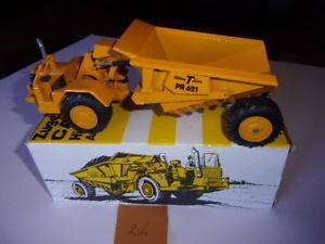 【送料無料】模型車 モデルカー スポーツカー tracteur cat 621 avec benne athey pr 621 en acier nzg n 132 150 avec bote