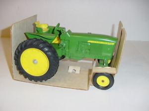 【送料無料】模型車 モデルカー スポーツカー ビンテージジョンディアワイドフロントトタークローズボックス116 vintage john deere 3020 wide front tractor wclosed box nice