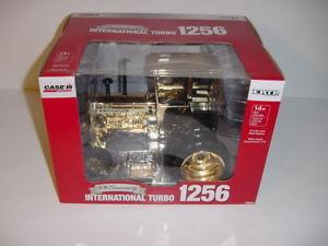 【送料無料】模型車 モデルカー スポーツカー トターキャブチェイスユニットゴールドエディション116 international 1256 gold edition chase unit tractor wcab by ertl nib