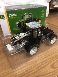 【送料無料】模型車 モデルカー スポーツカー ジョンディアファームトターチェイスユニット132 john deere 9370r 2017 farm show tractor chase unit by ertl