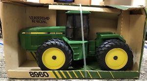 【送料無料】模型車 モデルカー スポーツカー スケールデンバーエディショントターjd 8960 116 scale denver edition toy tractor