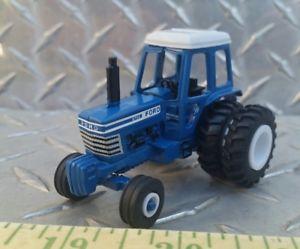 【送料無料】模型車 モデルカー スポーツカー ファームカスタムフォードホワイトストライプトターラバー164 custom ertl farm toy ford 8700 white stripe detailed tractor standi rubber