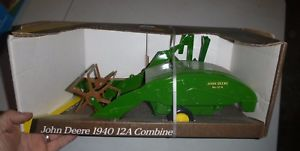 【送料無料】模型車 モデルカー スポーツカー ジョンディアファームertl 5601 john deere 1940 12a combine farm
