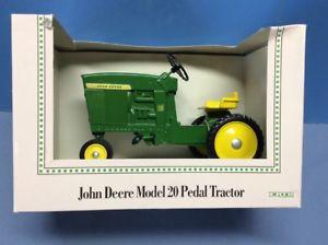 【送料無料】模型車 モデルカー スポーツカー ジョンディアモデルペダルトターボックス18 john deere model 20 pedal tractor in box by ertl