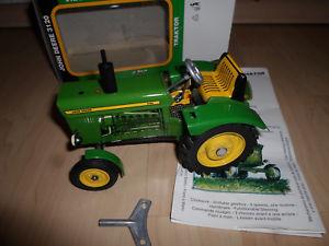 【送料無料】模型車 モデルカー スポーツカー ジョンディアトターグリーンjohn deere 3120 tractor, grn, 1967, kovap 125, ovp uhrwerk blech