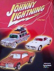【送料無料】模型車 モデルカー スポーツカー ジョニーコレクタガイドjohnny lightning 1st edition collectors value guide book